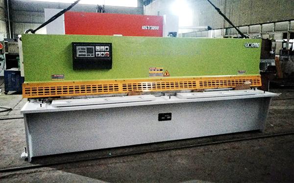 QC12K-4x3200液压摆式剪板机